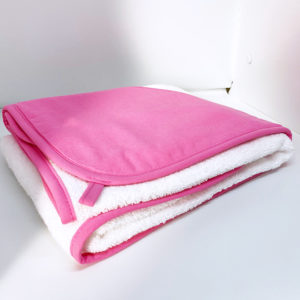 Linge à capuche rose